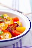 Röd och gul sallad för körsbärsröda tomater Royaltyfria Foton