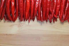 Röd och jordpaprika för gräsplan, från hemträdgården arkivfoto