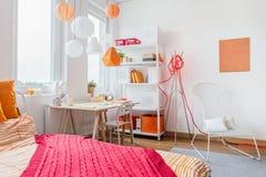 Röd och orange garnering arkivbilder