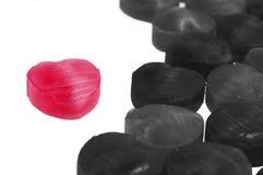 Röd och svart hjärtaform för skönhetgodis Fotografering för Bildbyråer