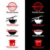 Röd och svart nudelkokkonstlogo med pinne- och för nudelsoppa vektordesign stock illustrationer
