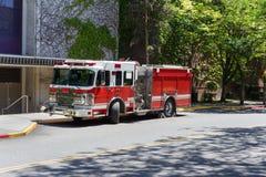 Röd och vit brandlastbil Royaltyfri Fotografi