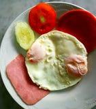 Röd och vit frukost Arkivbild