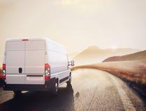 Röd och vit lastbil framförande 3d Arkivbild