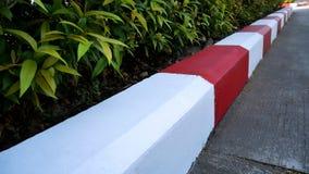 Röd och vit målarfärg för ingen parkering Fotografering för Bildbyråer