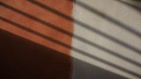 Röd och vit murbrukvägg Arkivfoton