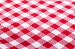 Röd och vit tablecloth Arkivfoton