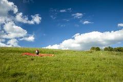 Röd paraglider Royaltyfri Bild