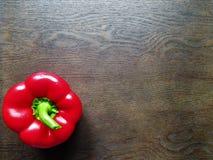 Röd peppar i ett trämagasin royaltyfria bilder
