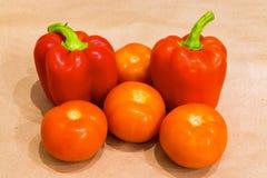 Röd peppar med tomatcloseupen Royaltyfri Fotografi