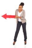 Röd pil för afrikansk kvinna Arkivbilder