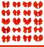 Röd pilbågeuppsättning för tecknad film på vit Dekorativa beståndsdelar för vektor Royaltyfria Foton