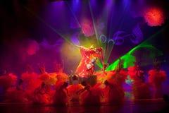 Röd pion--Den historiska magiska magin för stilsång- och dansdrama - Gan Po Fotografering för Bildbyråer