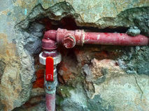 Röd pipeline Vattenrörledning Arkivbilder
