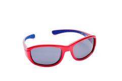 Röd plast- sportsolglasögon på vit Arkivbilder