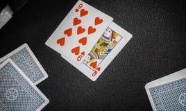 röd poker för hjärta 9 i tabell för dobblerikasino Arkivbild