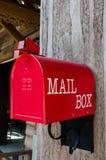 Röd postbox Royaltyfri Bild