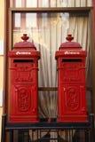 Röd postbox Fotografering för Bildbyråer