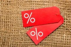 Röd prisetikett med procenttecknet Royaltyfri Fotografi