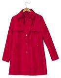 Röd Raincoat på en hängare Arkivfoto