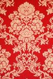 Röd renässanstapet med guld- blom- textur Royaltyfria Bilder