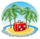 Röd resväska på den tropiska ön. Arkivfoton