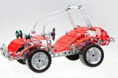 Röd retro bil från metallkonstruktionsset Arkivbild