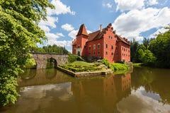 Röd romantisk slott Cervena Lhota royaltyfri fotografi