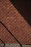 Röd rostig metalltexturvägg på solen Fotografering för Bildbyråer