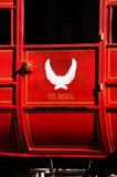 röd s diligens u för post Arkivbild