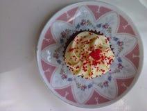 Röd sammetmuffin Royaltyfria Bilder
