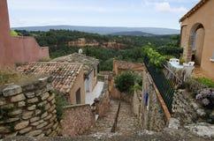 Röd by, sandstenområde i Rousillon, södra Frankrike, Europa Royaltyfria Foton
