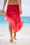 röd sarong Arkivbild