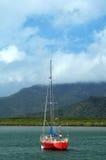 röd segelbåt Royaltyfria Foton
