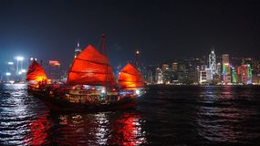 röd segelbåt Arkivbilder