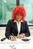 röd sekreterarekvinna för hår Royaltyfri Foto