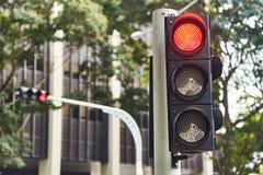 Röd signal för trafiksignal Singapore N?rbild royaltyfri illustrationer