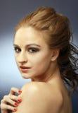 röd sinnlig skjuten studiokvinna för 6 hår fotografering för bildbyråer