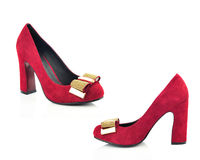 Röd sko för hög häl som isoleras på vit bakgrund Arkivbild