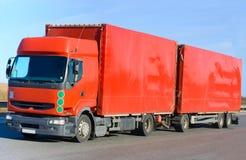 röd släplastbil Royaltyfria Bilder