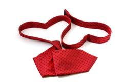 Röd slips som bildar hjärta två royaltyfria foton
