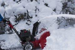 Röd snowblower som tar bort snö Royaltyfria Foton