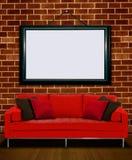 Röd soffa med bildramen arkivbild