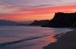 Röd solnedgång över Krim Arkivfoto