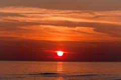 Röd solnedgång. Royaltyfri Bild