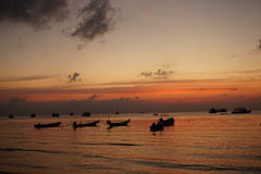 Röd solnedgång för hav arkivfoton