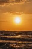 Röd solnedgång och cloudscape Royaltyfri Foto