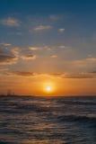 Röd solnedgång och cloudscape Fotografering för Bildbyråer