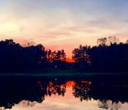 Röd solnedgång på royaltyfri foto