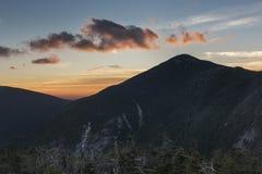 Röd soluppgång över Adirondack de höga maxima royaltyfria foton